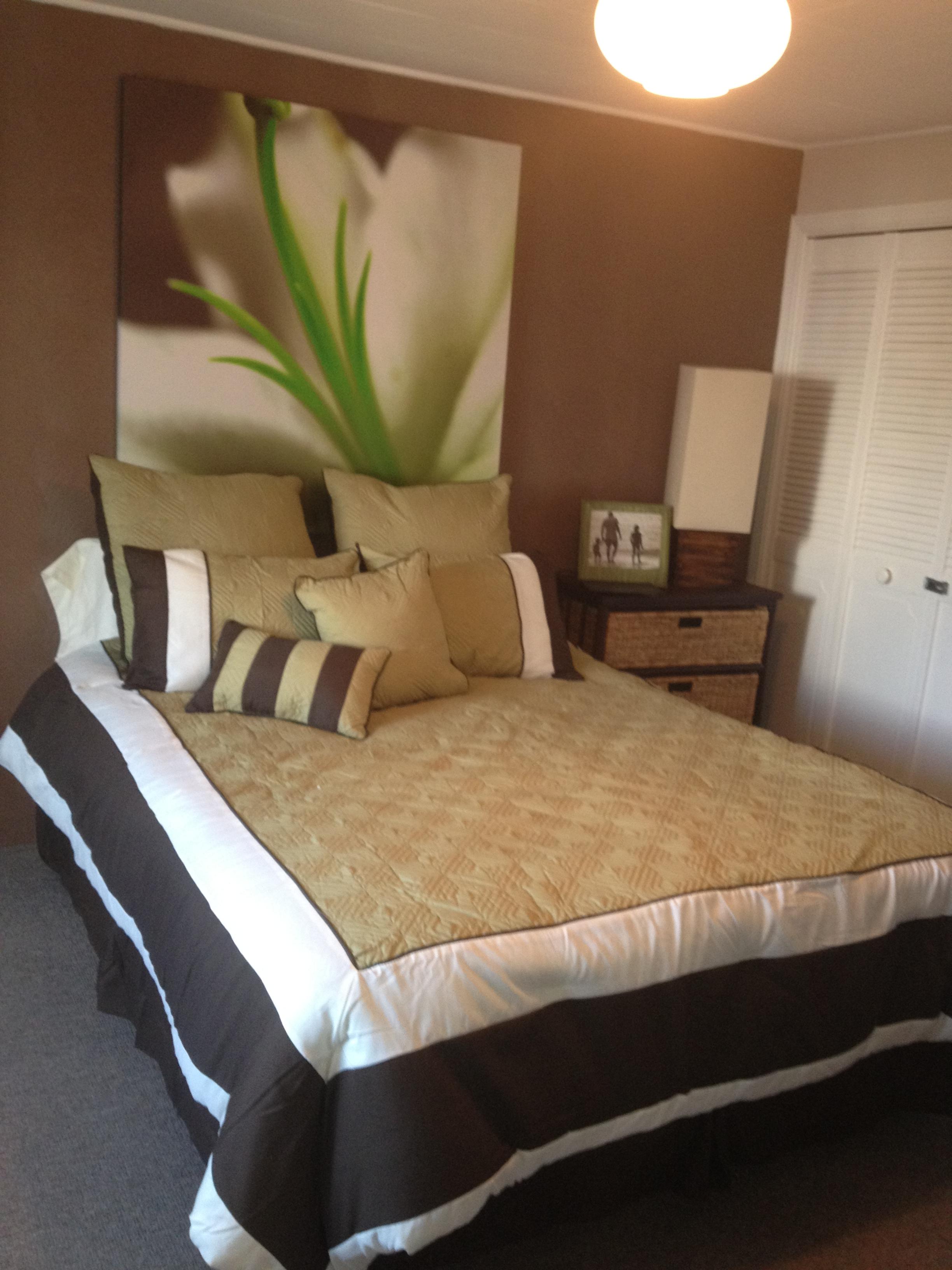22 Flower Bedroom 1